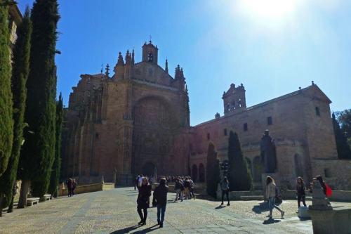 Convento de San Esteban dominando la Plaza del Concilio de Trento