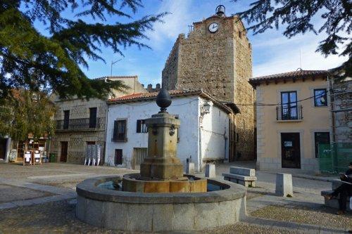 Plaza de la Constitución, lugar de acceso al recinto amurallado de Buitrago del Lozoya