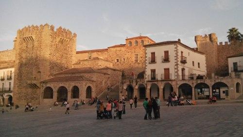 Torres de la Muralla de Cáceres desde la Plaza Mayor
