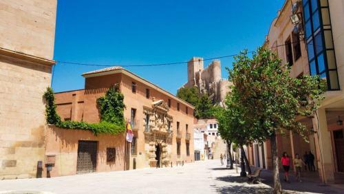 Plaza de Santa María a los pies del castillo