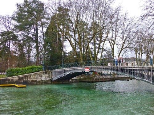 Puente de los Amores de Annecy sobre el Canal de Vassé