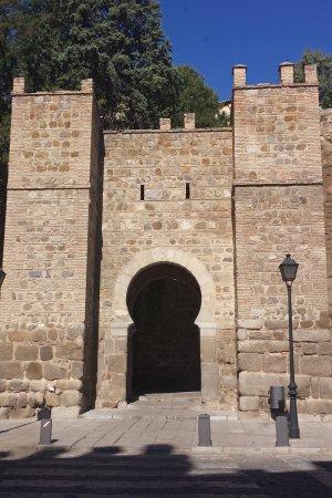 Exterior Puerta de Alcántara, puertas de Toledo