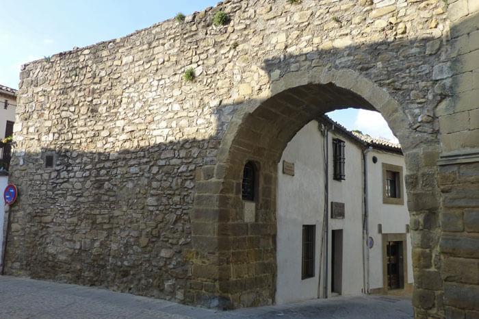 Puerta de jaen baeza awesome fuente de los leones baeza spain with puerta de jaen baeza - Hotel puerta del arco ...