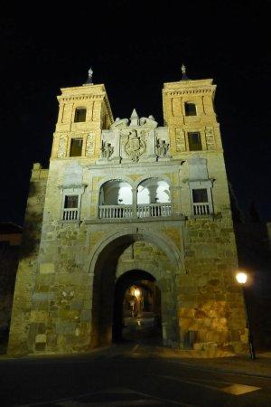 Puerta del Cambrón de noche, puertas de toledo