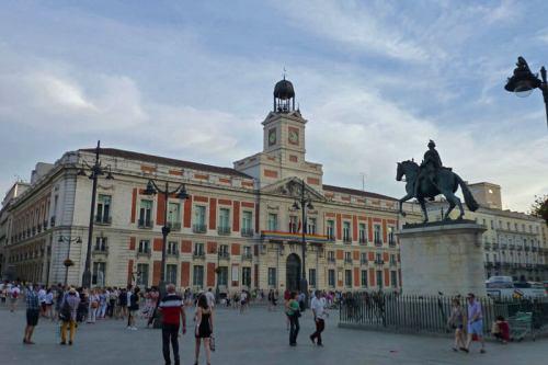 Real Casa de Correos y estatua ecuestre de Carlos III en la Puerta del Sol
