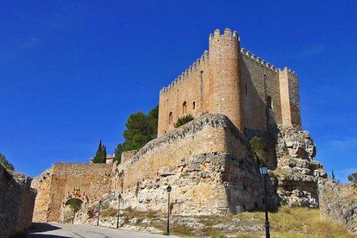 Puerta del Bodegón a los pies del Castillo de Alarcón