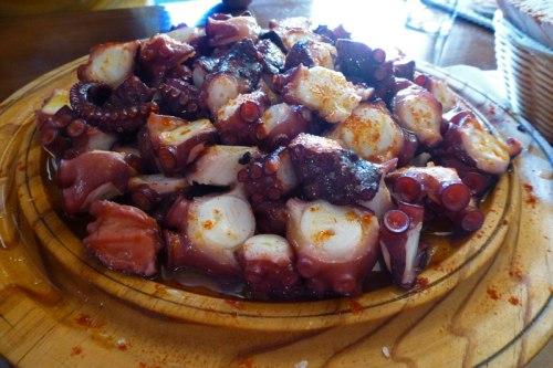 Pulpo a la gallega o pulpo a feira, una de las delicias de la gastronomía de La Coruña