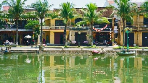 Casas tradicionales de Hoi An a orillas del río Thu Bon