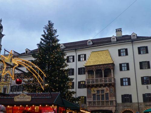 Mercado navideño de Innsbruck a los pies del Tejadillo de Oro