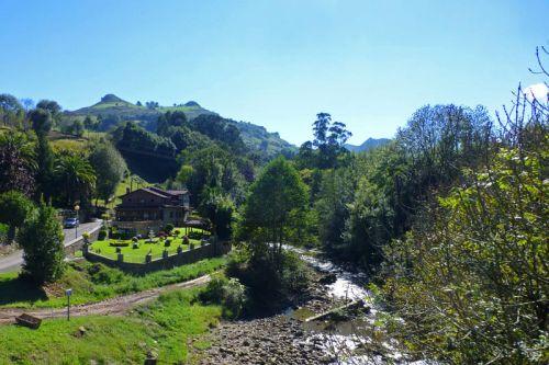 Liérganes a los pies de Marimón y Cotillamón y atravesada por el río Miera