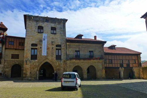 Torre de Don Borja en la Plaza Mayor de Santillana del Mar