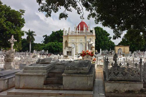 Tumba de La Milagrosa, la más famosa del Cementerio de La Habana