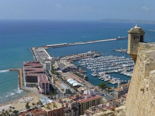 Vistas del Puerto de Alicante desde la zona más alta del Castillo de Santa Bárbara