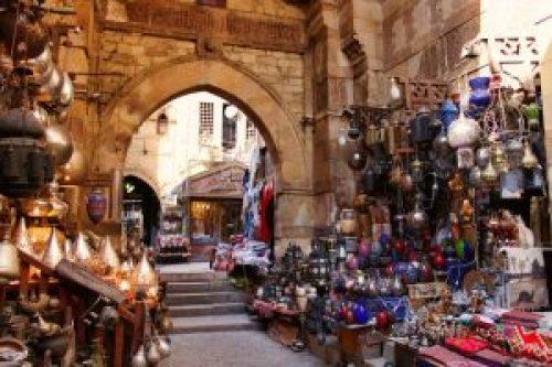 Puestos callejeros en un zoco de El Cairo