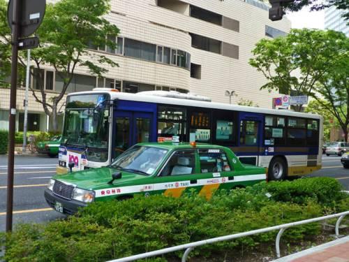 Autobús urbano y taxi de Tokio