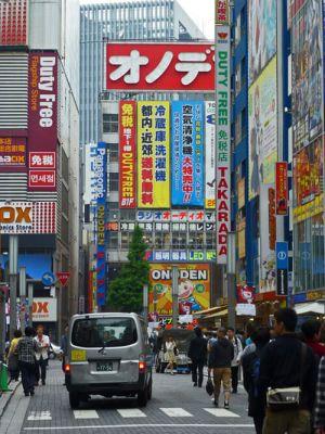 Tiendas de electrónica y souvenirs en Akihabara