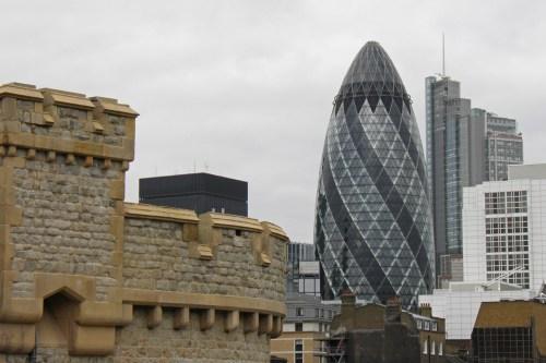Edificio 30 St Mary Axe o Pepinillo de Londres, qué ver y hacer en Londres