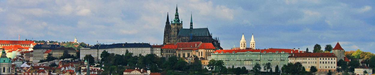 Guía con toda la información para visitar Praga, qué ver, historia, fiestas, gastronomía, compras y transporte