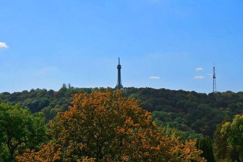 Torre sobre el Monte Petřín, el mirador más alto de Praga