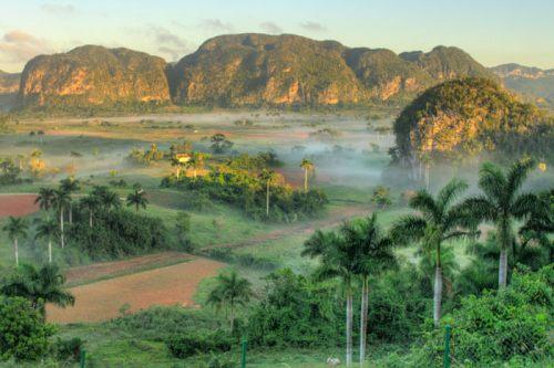 Mogotes y vegetación del Parque Nacional Valle de Viñales