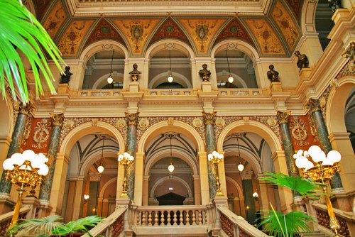 Vestíbulo principal del Museo Nacional de Praga