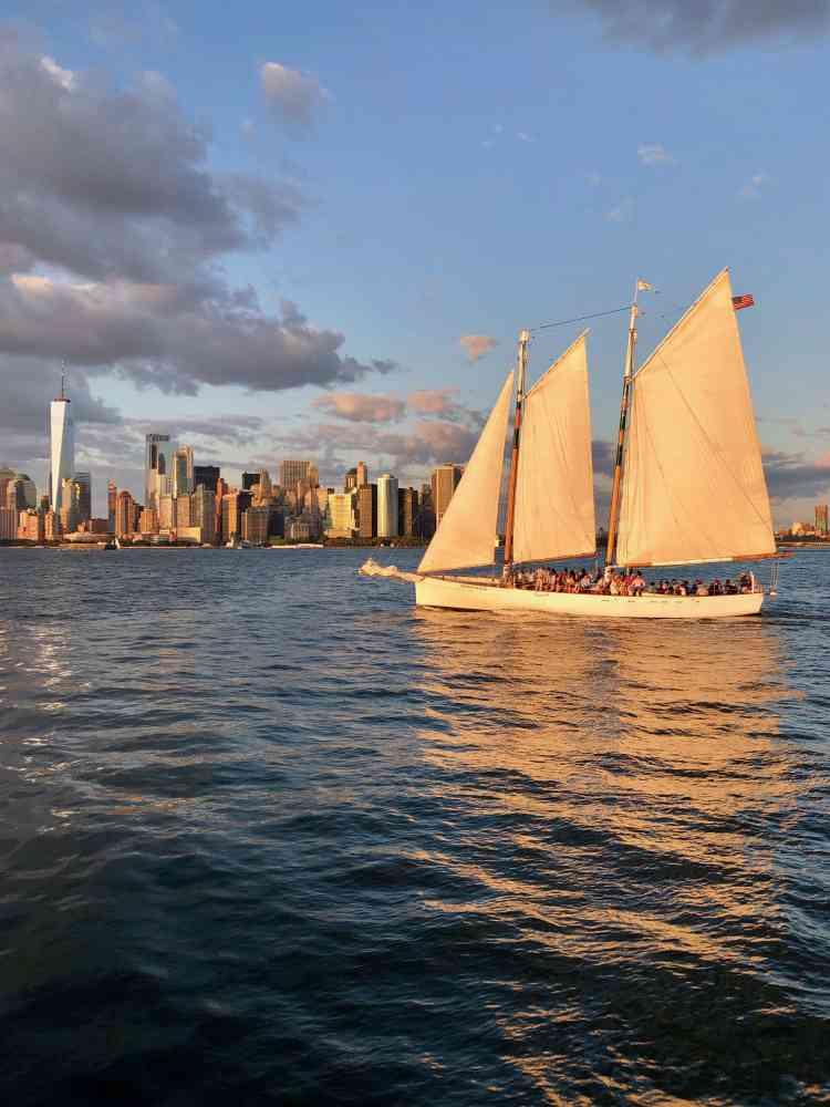 Sailboat Tour on harbor in Manhattan, New York