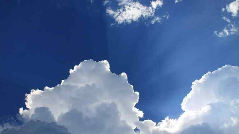 5 Reasons why the colour of the clear sky is blue?