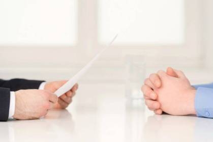 Passageiro é indenizado pela perda de entrevista de emprego causada por cancelamento de voo