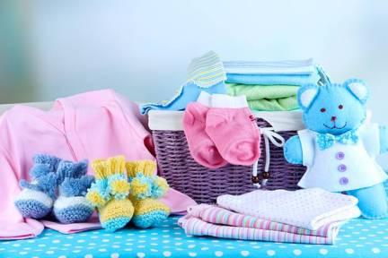indenização a uma passageira por danos morais em razão de extravio de bagagem que continha enxoval de bebê.