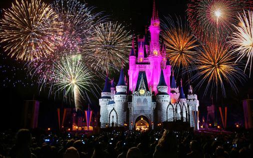 Disney: cancelamento de voo gera prejuízo às passageiras, que serão compensadas pela programação perdida