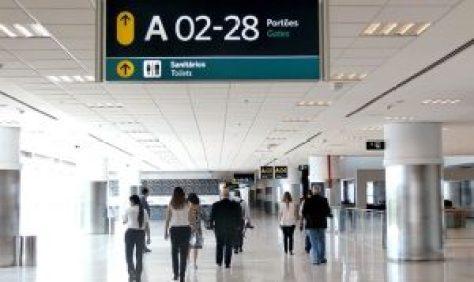Direito à informação: e se o passageiro perde o voo porque a empresa aérea não lhe informou o portão de embarque?