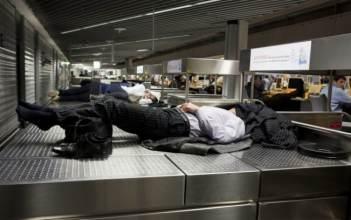 passageiro sem assistência por voo cancelado ou atrasado