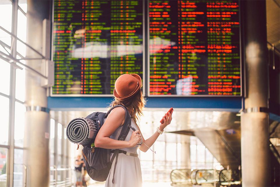 Quais são as possíveis causas de atraso de voo?