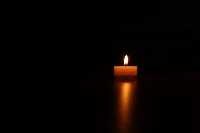 candles-488576_640