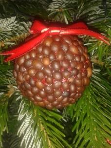 glob de craciun cu boabe de cafea handmade quilling for you (1)