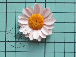 Simple paper daisy