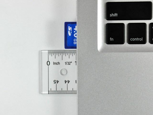 Figura 2 - Lo slot SD con una scheda inserita.