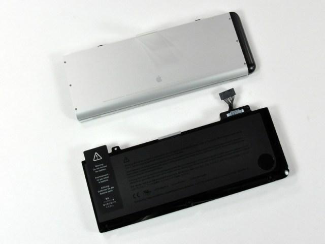 Figura 7 - Le batterie del MacBook 13'' (sopra) e del MacBook Pro 13'' (sotto).