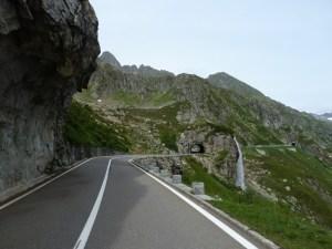 As melhores estradas dos Alpes Suíços na região de Andermatt. Em Sustenpass