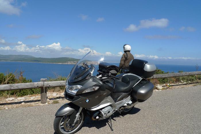 de mota por Capo Cacia. Costa Oeste da Ilha Sardenha