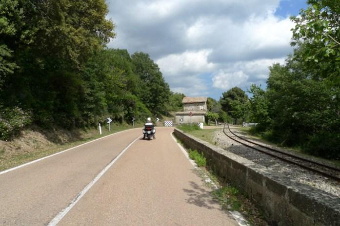 de mota pela sardenha em Parque Nacional Gennargentu.