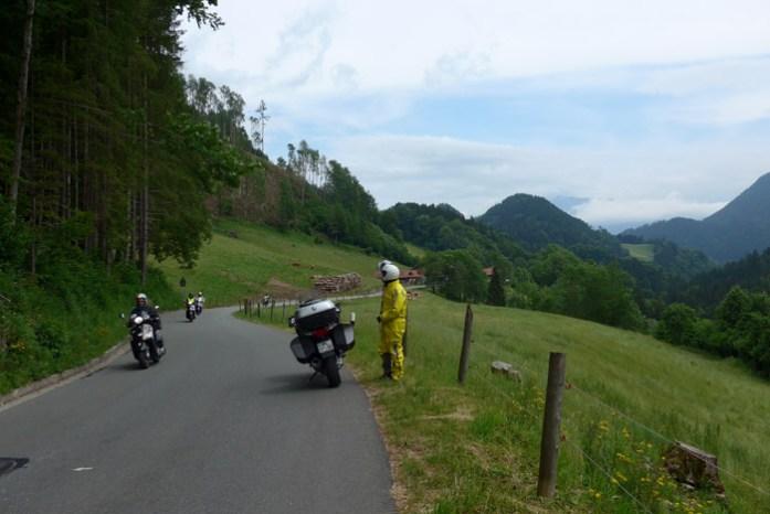 De mota pelos Alpes Alemães. Deutschland Alpenstrasse