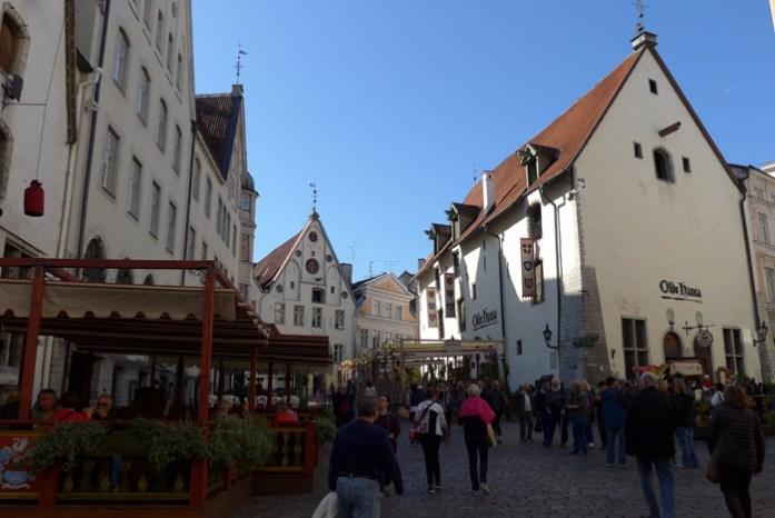 Pela Estónia em Tallin. Centro histórico