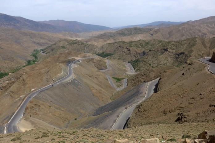 A estrada de Marrakech a Ouarzazate. Na passagem do Alto Altas em Tizi Tichka.