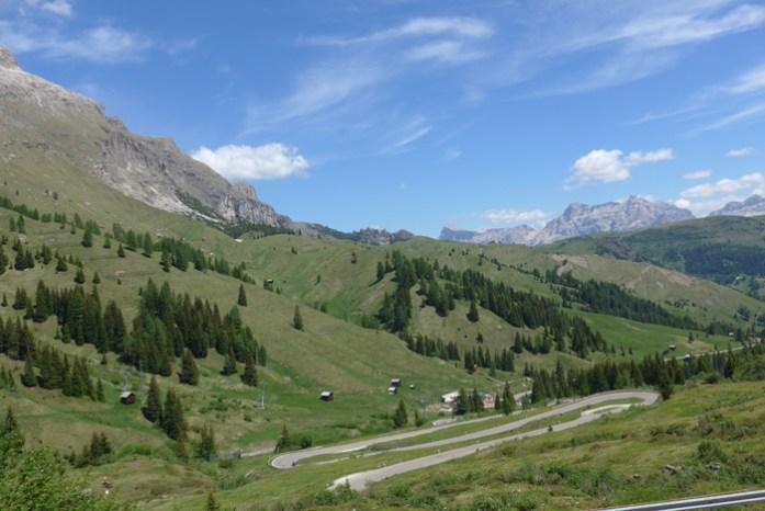 Roteiro de viagem de mota pelas Estradas Alpinas. Passo Gardena. Itália