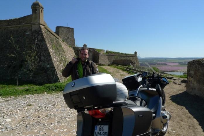 Pelo Alentejo de mota em Fortaleza de Juromenha.