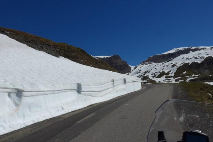 Viagem de mota pelas Estradas Alpinas. Col de L'Iseran. França