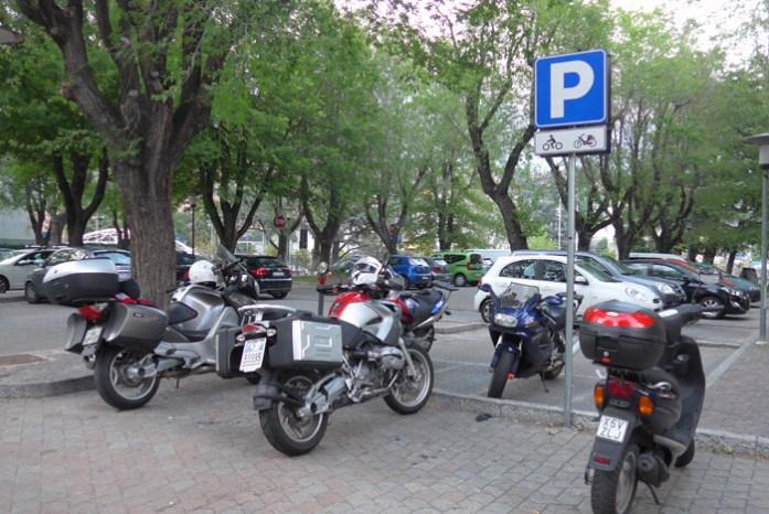 Parque de estacionamento na entrada do centro histórico da cidade de Aosta. Itália