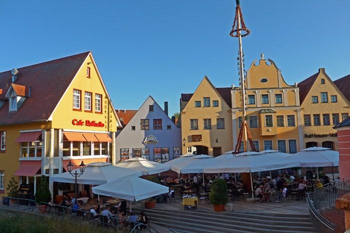 Pelo centro histórico de Donauwörth.Cafe Raffaelo.