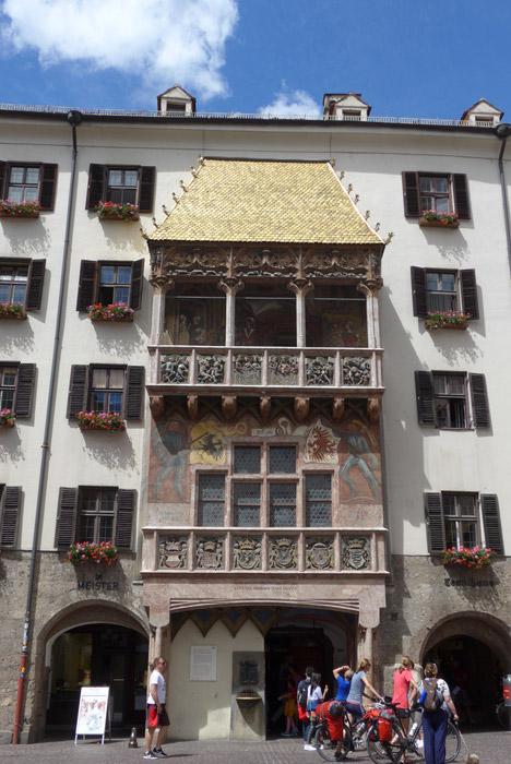 Viagem de mota pela Suíça e Alpes. Em Innsbruck.